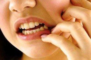 Чем опасен зубной налет