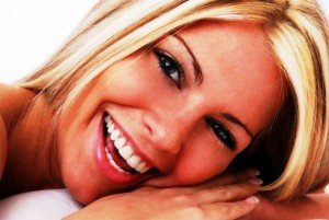 Может ли улыбка быть ярче? Отбеливание зубов в этом поможет