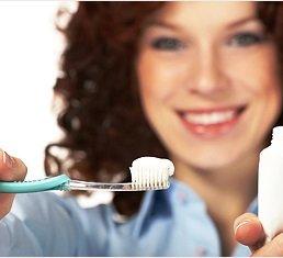 На смену первым зубным порошкам пришла современная зубная паста и ирригатор
