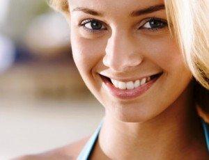 Отбеливающая зубная паста и яркая помада – все, что нужно для обаятельной улыбки
