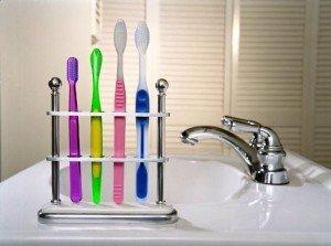 Первый шаг на пути к сохранению здоровья зубов – купить зубную щетку
