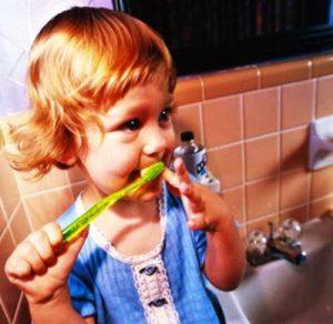 Правила гигиены полости рта, учим ребенка чистить зубы