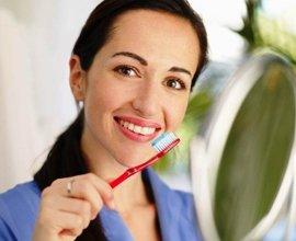 Зубная паста со фтором поможет устранить налет на зубах