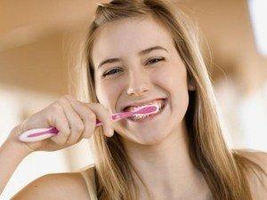 Отбеливающая паста и правильная диета после отбеливания зубов