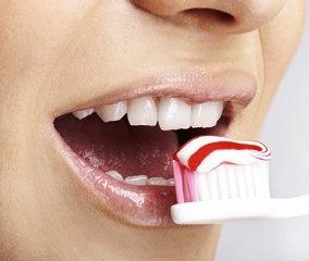Отбеливающая зубная паста – эстетичный и практичный уход за зубами