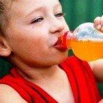 Проблемы с зубами у детей из-за сока?