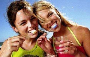 Уход за зубами после отбеливания