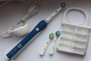 Электрическая зубная щетка и ее преимущества