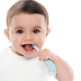 Детская зубная щетка для вашего малыша